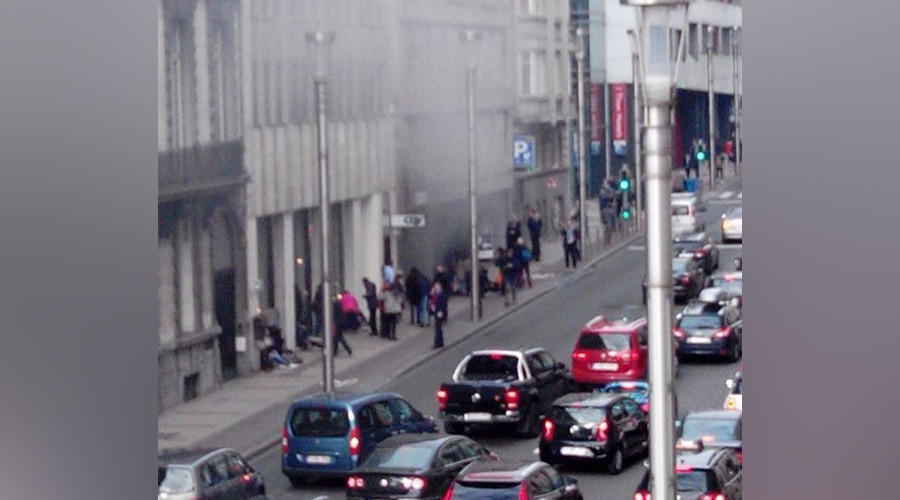 Smoke billowing from Maalbeek station in Brussels (VIDEO)