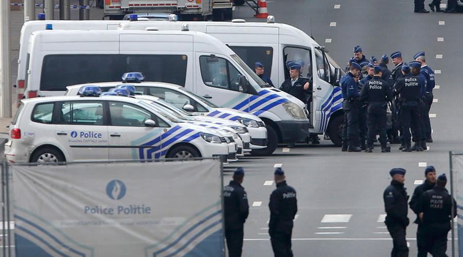 Belgian police and emergency personnel secure the Rue de la Loi following an explosion in Maalbeek metro station in Brussels, Belgium, March 22, 2016 © Vincent Kessler