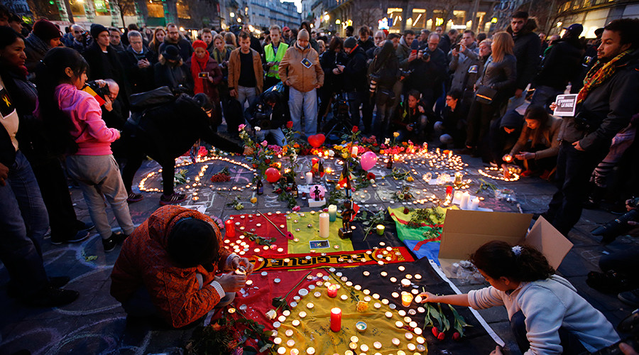 People gather around a memorial in Brussels following bomb attacks in Brussels, Belgium, March 22, 2016 © Charles Platiau
