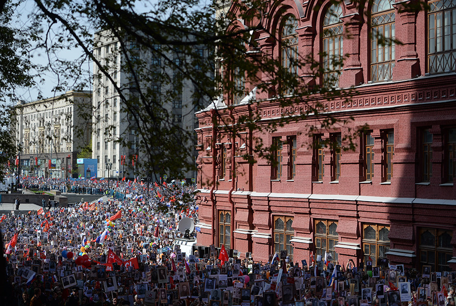 Participants of the march held by the Immortal Regiment Moscow regional patriotic public organization © Konstantin Chalabov