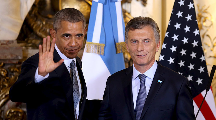 Argentine President Mauricio Macri (R) and U.S. President Barack Obama leave after a joint news conference at the Casa Rosada government house in Buenos Aires, March 23, 2016. © Martin Zabala