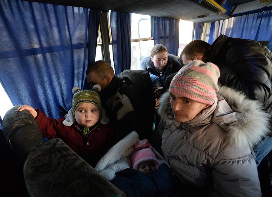 Refugees on the bus headed for Russia from Donetsk. © Mikhail Voskresenskiy