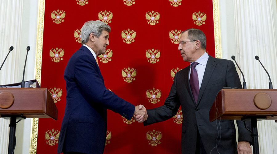 Russian Foreign Minister Sergei Lavrov (R) and U.S. Secretary of State John Kerry shake hands following a news conference at the Kremlin in Moscow, Russia, March 24, 2016. © Andrew Harnik