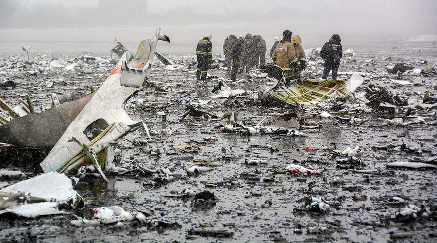 Russian rescuers working at the crash site of a Flydubai passenger plane in Rostov-on-Don on March 19, 2016. © Russia's Emergencies Ministry