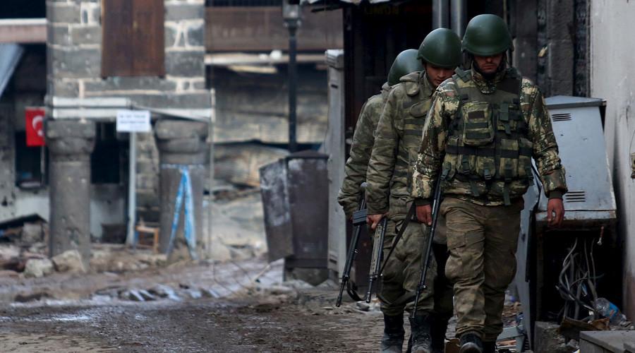 Turkish soldiers © Sertac Kayar