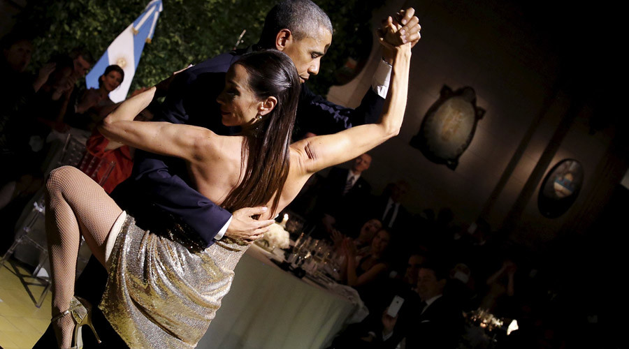 U.S. President Barack Obama dances tango during a state dinner hosted by Argentina's President Mauricio Macri at the Centro Cultural Kirchner as part of President Obama's two-day visit to Argentina, in Buenos Aires March 23, 2016. © Carlos Barria
