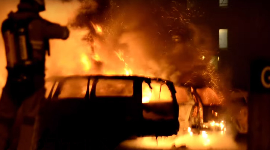 Vehicles set ablaze for 2nd night amid riots in Stockholm suburb (VIDEO)