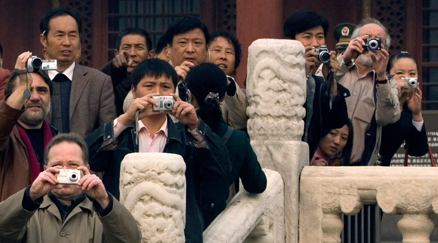 Chinese tourists spend $215 billion overseas