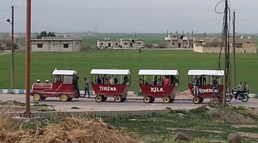Homemade train helps puts Syrian city of Kobani back on track (PHOTOS)