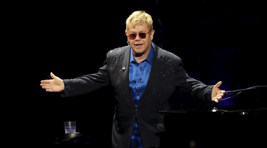 Singer Elton John © Mike Segar