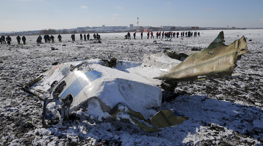 Emergencies Ministry members work at the crash site of a Boeing 737-800 Flight FZ981, March 20, 2016. © Maxim Shemetov