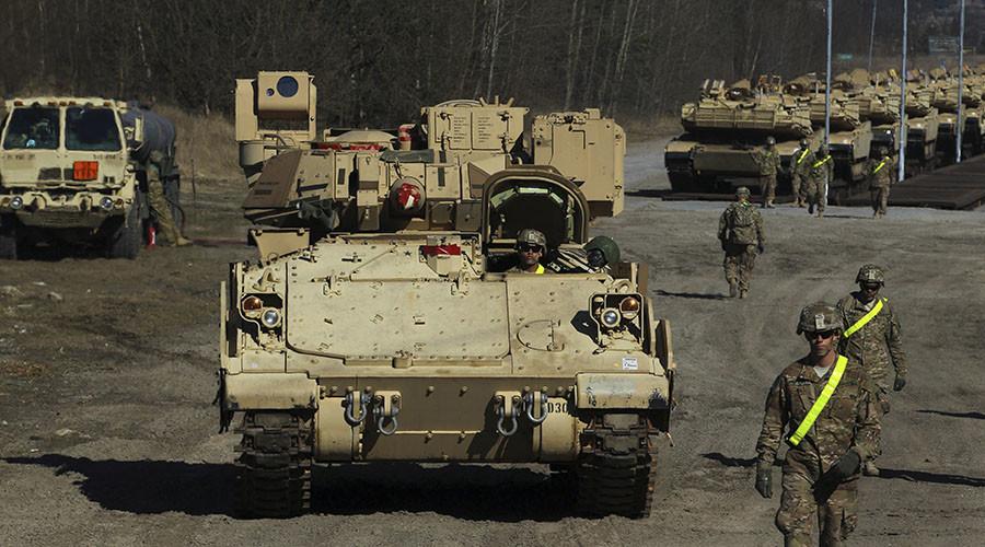 U.S. Army soldiers unload M1 Abrams tanks which will participate in exercises at the training ground in Drawsko Pomorskie, Jankowo Pomorskie, northwestern Poland. ©Cezary Aszkielowicz / Agencja Gazeta