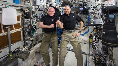 NASA astronaut Scott Kelly (L) and Russian cosmonaut Mikhail Kornienko © NASA