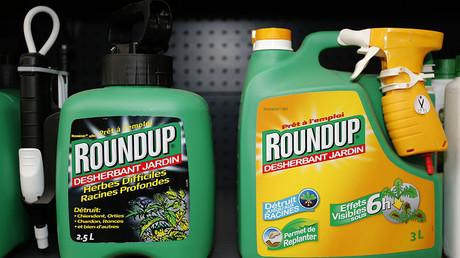 Monsanto's Roundup weedkiller atomizers. ©Charles Platiau