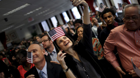 A new US citizen takes a selfie with her mobile phone after taking the Oath of Allegiance during a special naturalization ceremony © Mike Segar