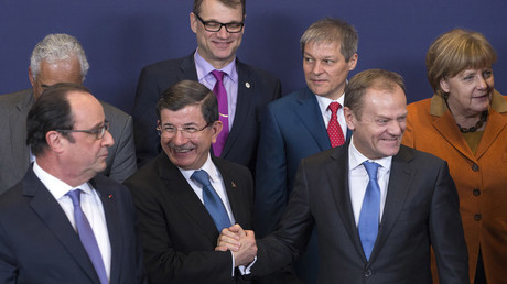 Turkish Prime Minister Ahmet Davutoglu (C) poses with European Union leaders © Yves Herman