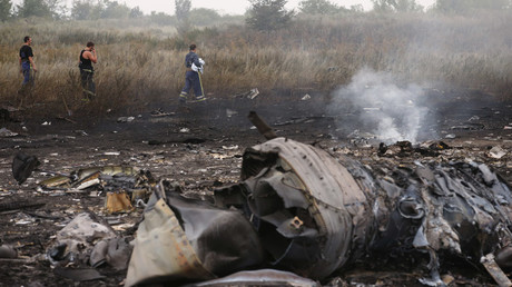 Emergencies Ministry members walk at the site of a Malaysia Airlines Boeing 777 plane crash, MH17, near the settlement of Grabovo in the Donetsk region, July 17, 2014. © Maxim Zmeyev