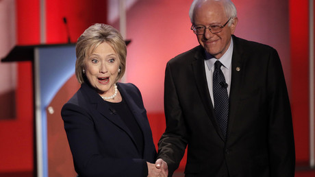 Democratic U.S. presidential candidates Hillary Clinton (L) and Bernie Sanders. © Mike Segar