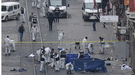 Police forensic experts inspect the area after a suicide bombing in a major shopping and tourist district in central Istanbul March 19, 2016. © Stringer
