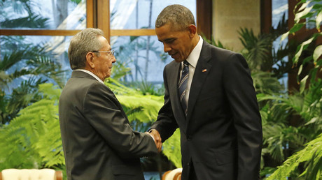 U.S. President Barack Obama and Cuba's President Raul Castro shake hands during their first meeting on the second day of Obama's visit to Cuba, in Havana March 21, 2016. © Carlos Barria