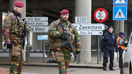 Belgian troops man a roadblock near Brussels' Zaventem airport following Tuesdays' bomb attacks in Brussels, Belgium, March 23, 2016 © Charles Platiau
