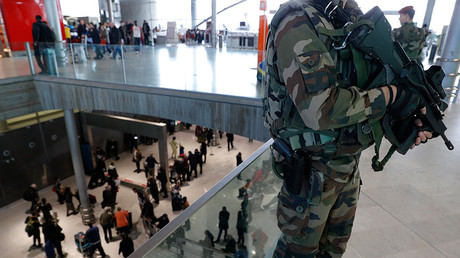 French soldiers patrol inside the Charles de Gaulle International Airport in Roissy, near Paris, France, March 23, 2016 © Philippe Wojazer