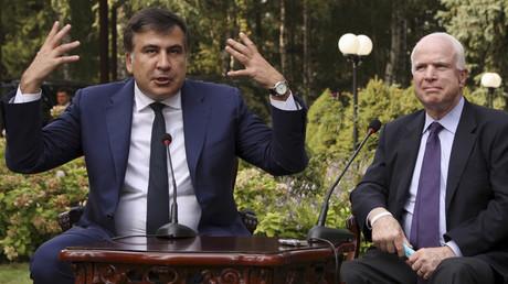 Governor of Odessa region Mikheil Saakashvili (L) and U.S. Senator John McCain © Stringer