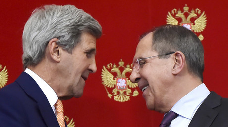 Russian Foreign Minister Sergei Lavrov (R) speaks with U.S. Secretary of State John Kerry during a news conference at the Kremlin in Moscow, Russia, March 24, 2016 © Alexander Nemenov