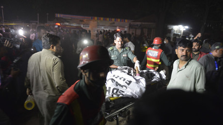 Pakistani rescuers use a stretcher to shift a body from a bomb blast site in Lahore on March 27, 2016. © Arif Ali