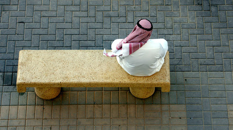 An Arab Gulf man rests on a main street in Riyadh © Ali Jarekji