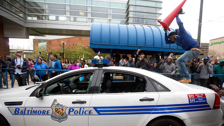Protesters break the window of a police car during a demonstration in Baltimore, Maryland, on April 25, 2015, against the death of Freddie Gray while in police custody © Andrew Caballero-Reynolds