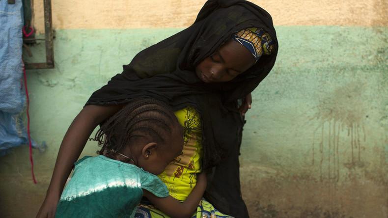 Prisilni seks s psom 98 Srednjeafriška dekleta poročajo o šokantni zlorabi Un-9162
