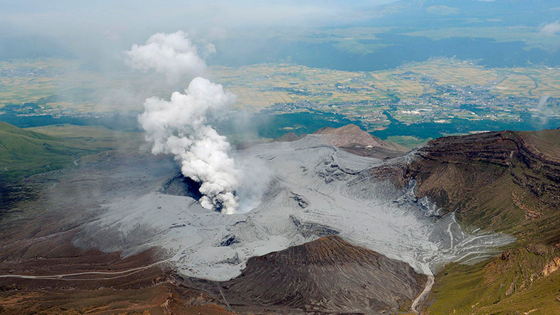 Mount Aso volcano erupts following violent earthquake streak in Japan (VIDEO)