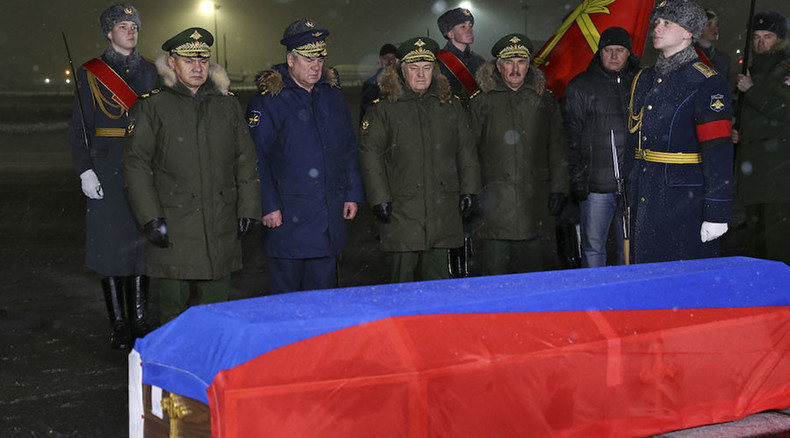Russian Defense Minister Sergey Shoigu, left, and Russian Aerospace Forces Commander-in-Chief, lieutenant colonel Viktor Bondarev, greet the military aircraft carrying the body of killed Su-24 commander, lieutenant colonel Oleg Peshkov, at the Chkalovsky airfield © Vadim Savitskii