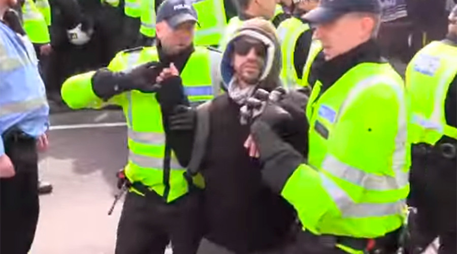 Arrests made after clashes at far-right and anti-fascist rallies in Dover (VIDEO)
