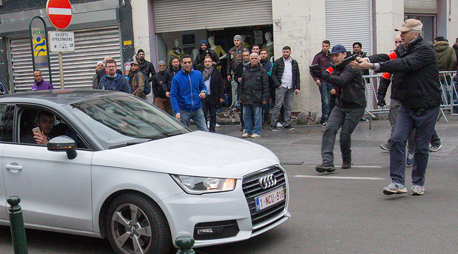 Car charges at police, runs down woman, during Brussels anti-Islam protest (VIDEO)