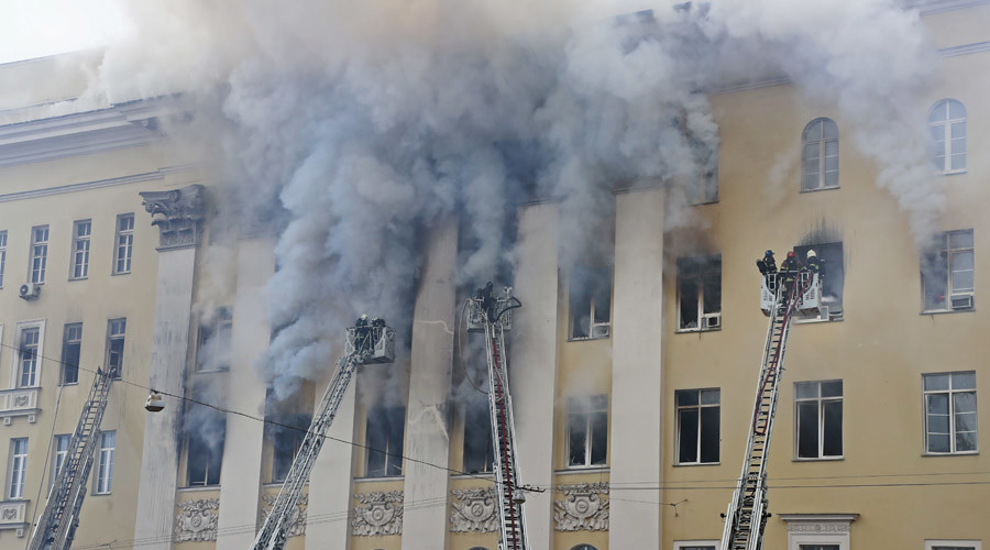 Evacuation as massive blaze strikes Ministry of Defense HQ in Moscow