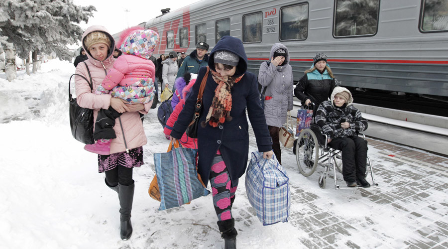 File photo: Refugees from eastern Ukraine arrive at a train station in the southern city of Stavropol © Eduard Korniyenko