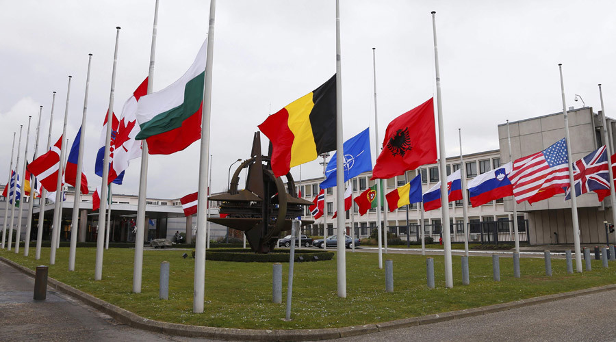 Flags fly at half mast at NATO headquarters in Brussels © Francois Lenoir