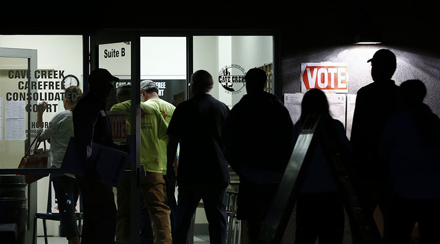Early morning voters stand in line before sunrise to vote in Arizona's U.S. presidential primary election at a polling station in Cave Creek, Arizona March 22, 2016. © Nancy Wiechec