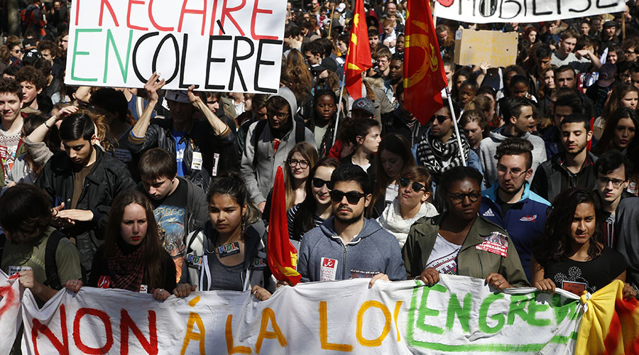 French high school and university students attend a demonstration against the French labour law proposal in Paris, France, April 5, 2016 as the French Parliament will start to examine the contested reform bill. © Pascal Rossignol