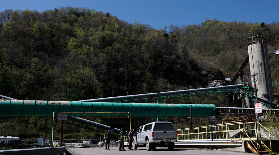 FILE PHOTO: Police officers talk to the driver of a vehicle as it enters the Upper Big Branch Mine in Montcoal, West Virginia April 10, 2010 © John Gress