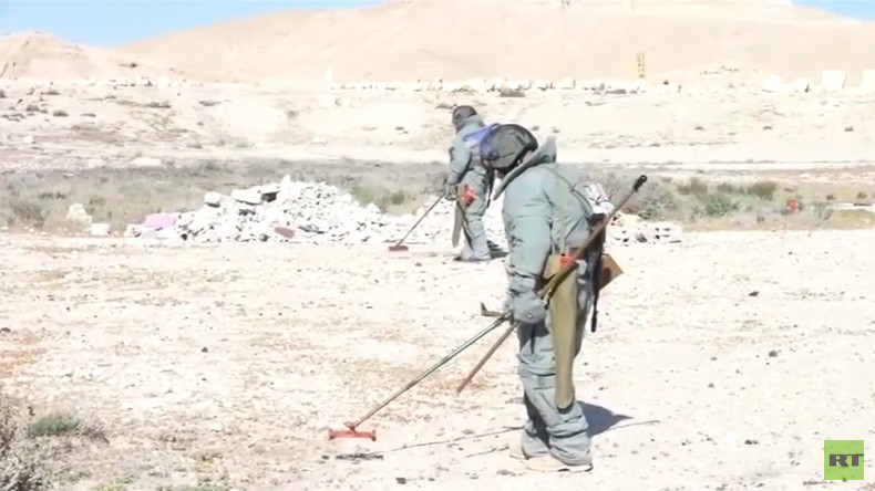 Russian experts & robots defuse over 1,500 mines in liberated Palmyra (VIDEO)