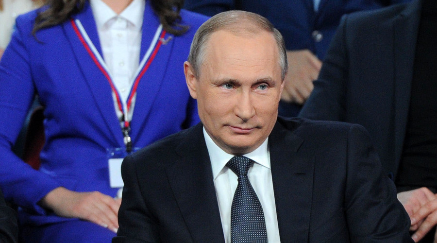 Putin asks reporters to prevent '4th revolution' in Russia
