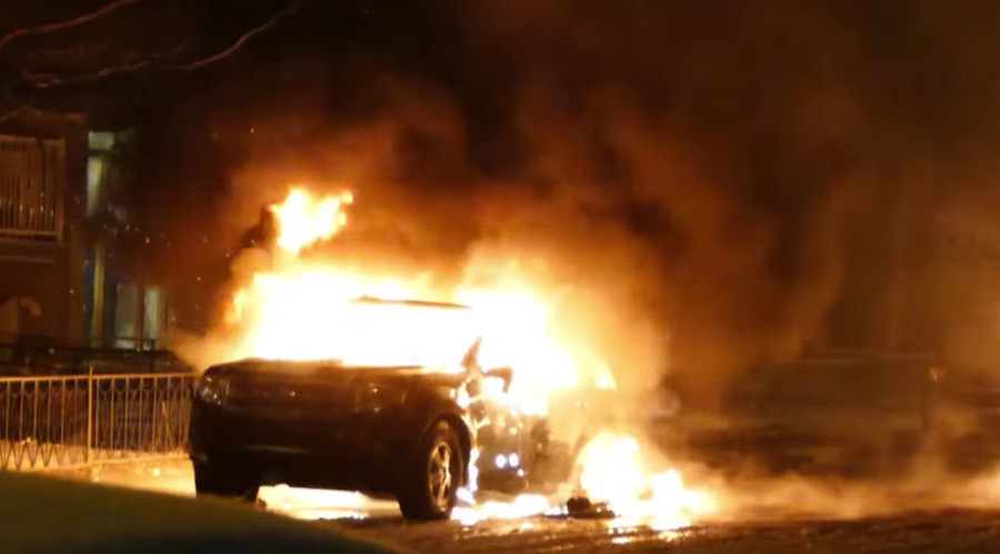 Cars set alight, police station attacked during anti-police brutality protest in Montreal (VIDEOS)