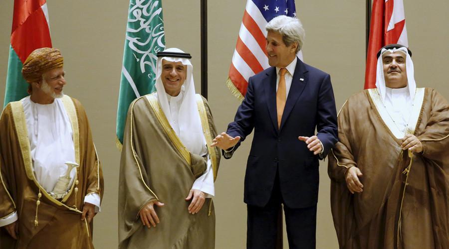 Oman's Foreign Minister Yusuf bin Alawi (L-R), Saudi Arabia's Foreign Minister Adel al-Jubeir, U.S. Secretary of State John Kerry and Bahrain's Foreign Minister Khalid bin Ahmed Al Khalifa © Jonathan Ernst