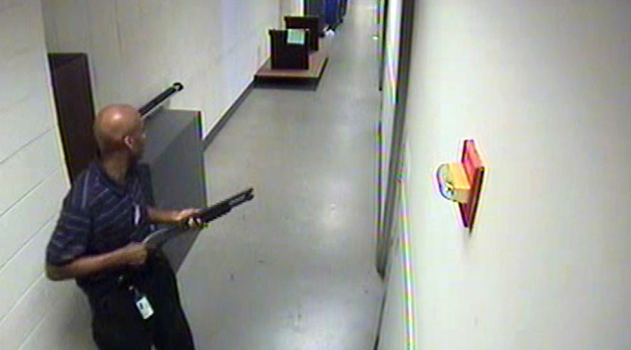 Aaron Alexis moves through the hallways of Building #197 carrying a Remington 870 shotgun. Alexis killed 12 people and wounded 4 others during an hour-long shooting spree at the Washington Navy Yard in Washington, DC on September 16, 2013 © FBI