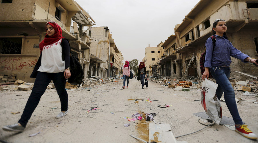 Women carry bags of belongings they collected from their damaged homes during their visit to the city of Palmyra, Syria April 9, 2016. © Omar Sanadiki