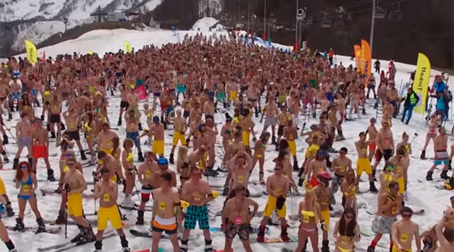1,000 bikini riders bid for Guinness record in Sochi (VIDEO)