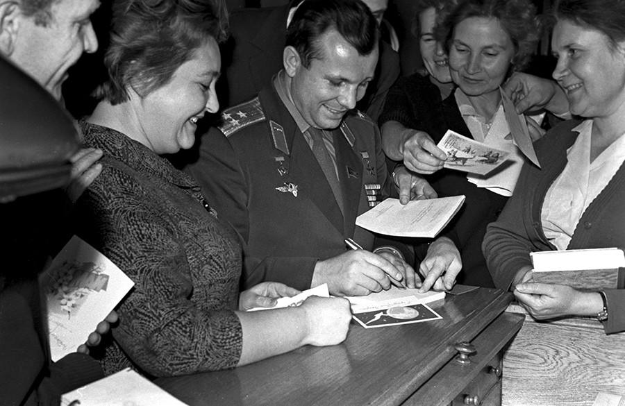 The USSR pilot-cosmonaut, Hero of the Soviet Union Yuri Gagarin autographing. 1960s photo © V. Ivanov